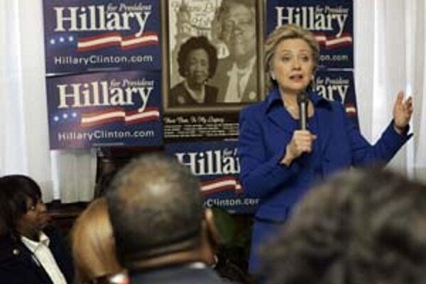 Hillary Clintonová včera lákala voličov v Národnom centre pre afroamerické ženy vo Washingtone.