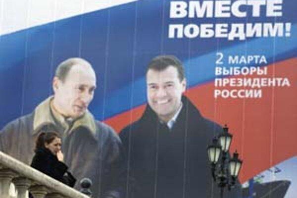 Spolu to vyhráme: predvolebný plagát s kandidátom Medvedevom a prezidentom Putinom.