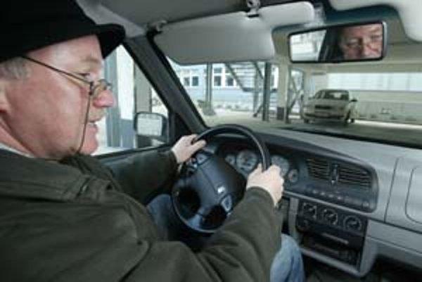Zdravotné riziká, ktoré prichádzajú spolu s vekom, môžu znížiť či inak ovplyvniť pozornosť pri vedení motorového vozidla.
