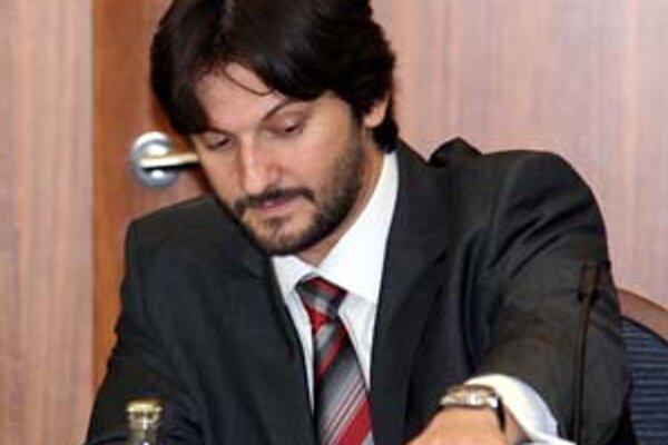 Na ministerstve vnútra Roberta Kaliňáka spravili tender na stravné lístky bez svedkov.