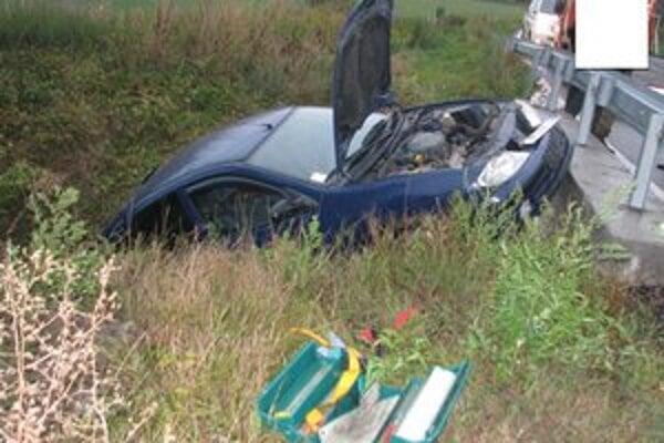 Pri nehode zahynul spolujazdec.