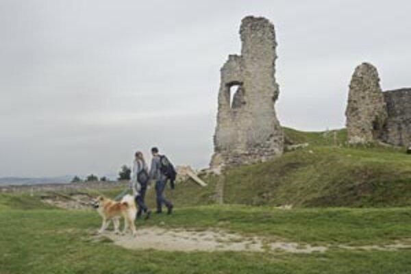 Rekonštrukcia hradu Branč v okrese Senica.