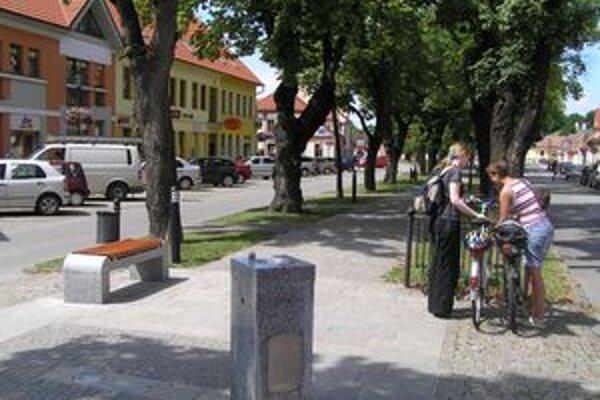 Pitné fontánky v niektorých záhorských mestách chýbajú. Ak sú, využívajú ich skôr turisti.