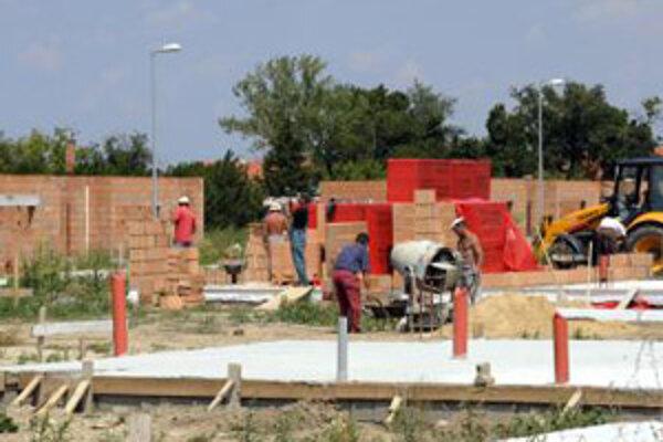 Stavby v Malackách budú na niektorých miestach drahšie.