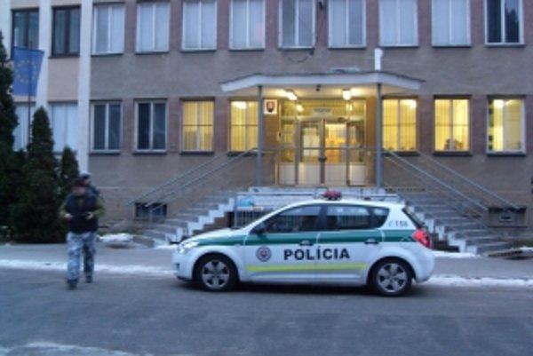 Okresné riaditeľstvo polície v Senici.