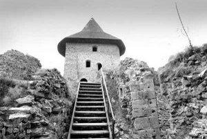 Obec Šiatorská Bukovinka chce získať hrad Šomoška do svojho vlastníctva. Iba tak bude môcť čerpať granty a hrad opravovať.