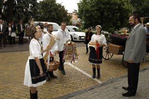Fotogalériu si pozrite v článku http://novezamky.sme.sk/c/7939290/fotogaleria-polnohospodari-odovzdali-dozinkove-vence.html