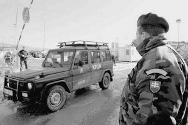 Počet slovenských vojakov pôsobiacich v zahraničí chce ministerstvo obrany znížiť.