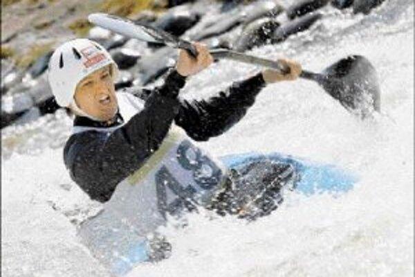 Vrcholným podujatím športového roku 2007 na Slovensku bude európsky šampionát vo vodnom slalome v Liptovskom Mikuláši. Slovenka Elena Kaliská (na zábere z domáceho kanála) na ňom bude obhajovať vlaňajší kontinentálny primát z majstrovstiev vo Francúzsku.