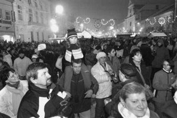 Asi tritisíc Košičanov sa na Silvestra zabávalo v centre mesta, ohňostroj im však tiež prekryla hmla.