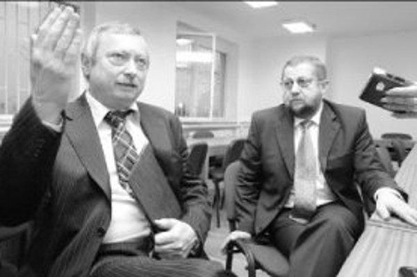 Nový šéf Krajského súdu v Banskej Bystrici Ján Bobor (vľavo) sa chystá vysťahovať Špeciálny súd. Minister spravodlivosti Štefan Harabin (vpravo) ho podporil. FOTO SME - JÁN KROŠLÁK