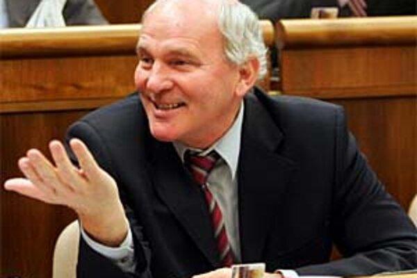 Najdlhšie pôsobiaci poslanec parlamentu František Mikloško hovorí, že v prípade zvolenia za šéfa ÚPN chce zostať aj naďalej pôsobiť v Národnej rade.