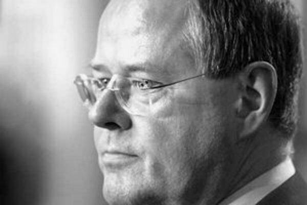 Spolkový minister financií Peer Steinbrück (na snímke) pripomenul tarifným partnerom, že mzdy v sebe skrývajú dva rovnocenné komponenty: podnikové náklady i kúpnu silu spotrebiteľov.