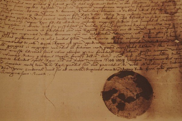 Štatút slobodného kráľovského mesta, ktorý dostalo Komárno od rakúskej cisárovnej a maďarskej kráľovnej Márie Terézie.