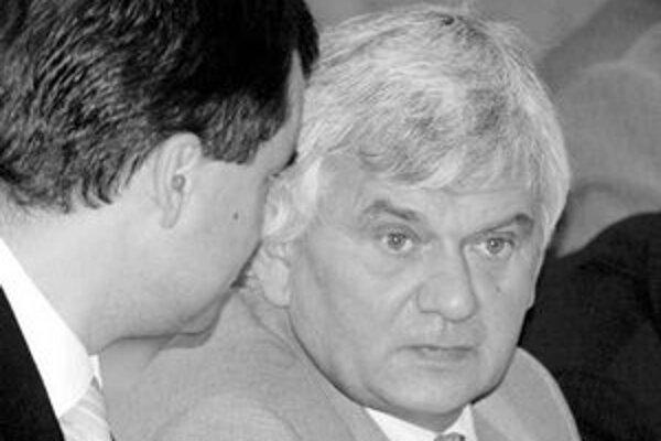 Minister hospodárstva Ľubomír Jahnátek by chcel kontrolovať šesť najväčších teplární.