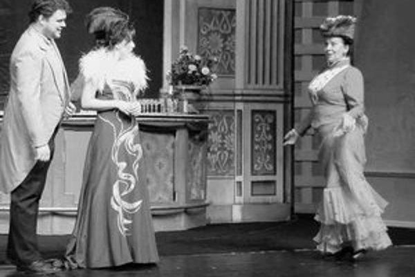 Záber z pripravovanej operety Gróf z Luxemburgu.