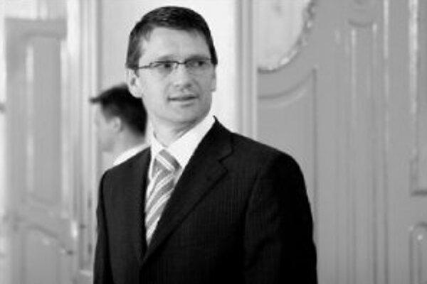 Minister kultúry Marek Maďarič dosadil do grantových komisií nových ľudí, blízkych vládnej koalícii. V minulosti tak vraj robili aj jeho predchodcovia.