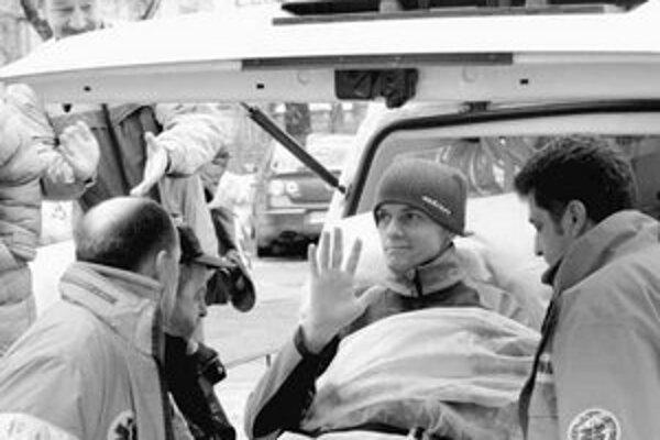 Jan Mazoch pri odchode z nemocnice.