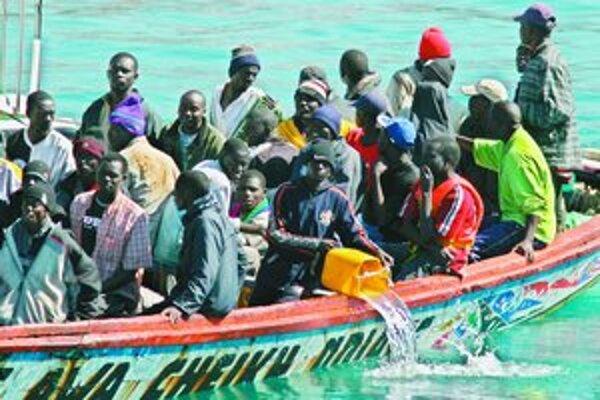 Španielsko zaznamenalo minulý rok rekordný počet ilegálnych imigrantov z Afriky.