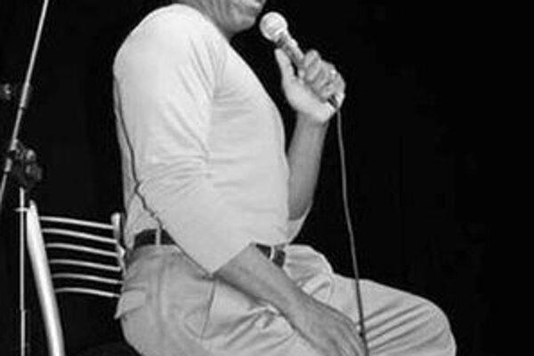 V kabarete účinkuje aj Aaron Federman.