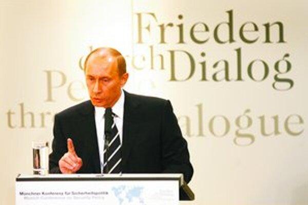 Vladimir Putin v Mníchove hovoril, že Washington presadzuje svoje práva silou. Američania boli prekvapení.
