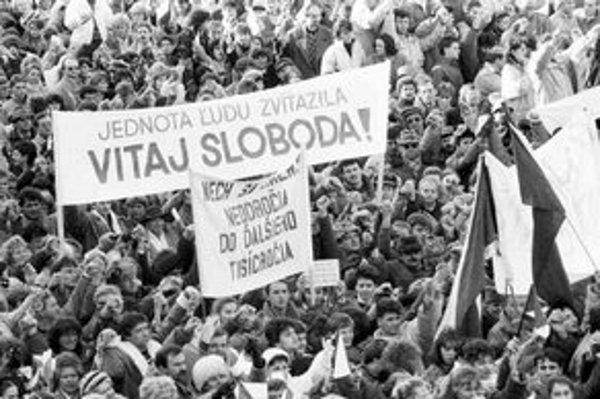 Pohľad na Námestie SNP v Bratislave v novembri 1989.