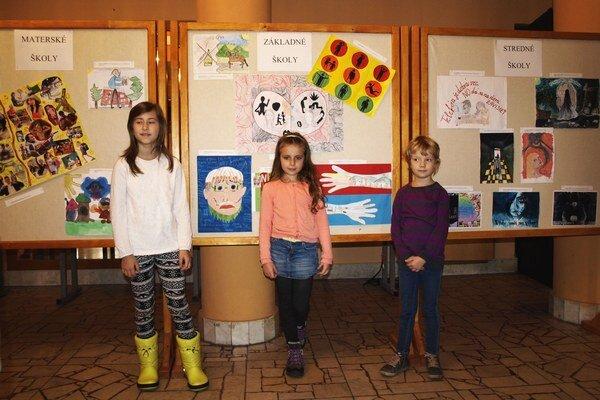 Ocenení pred výstavou prác detí.