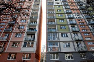 Pestrofarebné bytovky majú nielen v Ružinove.