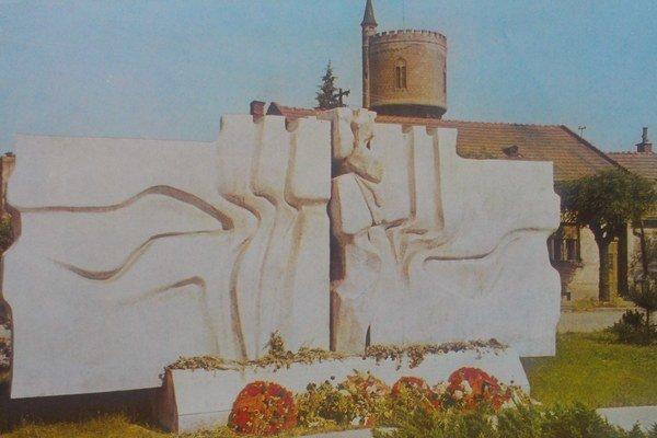Pamätník umučených hrdinov v Komárne.