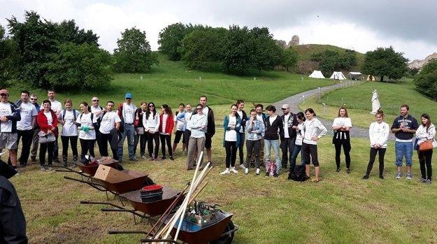 Cieľom dobrovoľníkov je predovšetkým zvýšenie bezpečnosti návštevníkov hradu.