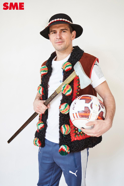 Viktor Pečovský vymenil kohúta za loptu a valašku.