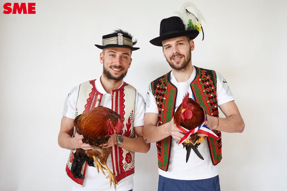 Pozrite sa na mňa! Dušan Švento a Michal Ďuriš poslúchli, kohúti nie.