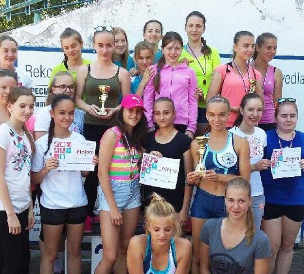 Súťaž družstiev dievčat vyhralo Športové gymnázium Nitra.