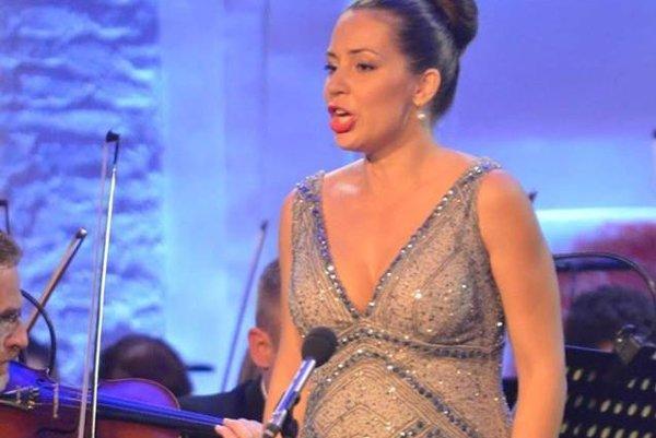 Adriana Kučerová si koncert v Lučenci užívala.