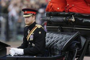 Princ Harry v slávnostnom sprievode.