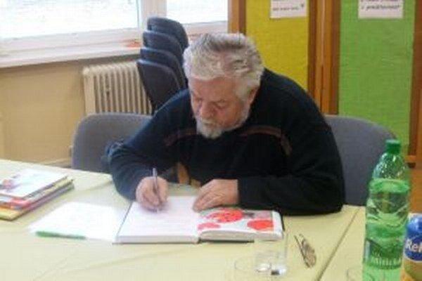Ondrej Nagaj počas autogramiády.