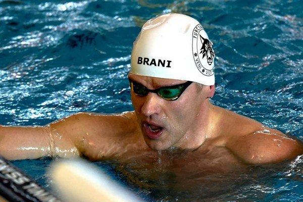 Branislav Hakel po doplávaní motýlika na sto metrov.