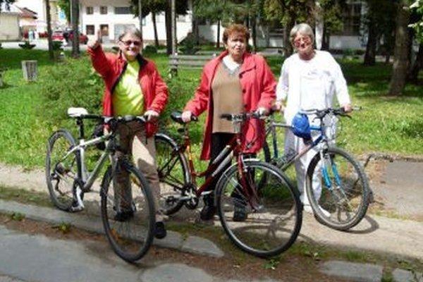 Veselá trojica. Zľava: K. Adamicová, Ž. Fetisovová a A. Mažgútová.