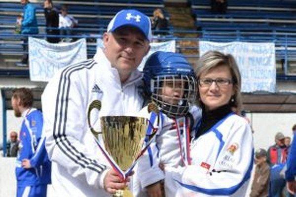 Peter Jurošek bol jedným zo strojcov úspechu Martinčanov. Tešil sa z neho aj so svojou rodinkou.