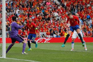 Českú defenzívu prekonal až v samom závere Gerard Piqué.