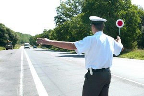 Na cestách boli ďalší opití vodiči, niektorí zapríčinili dopravné nehody.