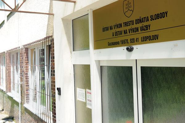 Administratívna budova Ústavu na výkon trestu odňatia slobody a Ústavu na výkon väzby v Leopoldove.