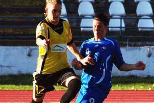 Nikola Rybanská v žltom sa trafila štyrikrát.