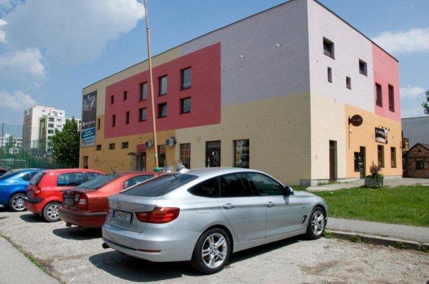 V utorok 24. mája dopoludnia ho našli na parkovisku v Žiline na Smrekovej ulici.