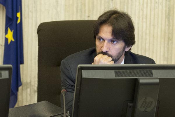 Minister vnútra Robert Kaliňák musí vysvetľovať.