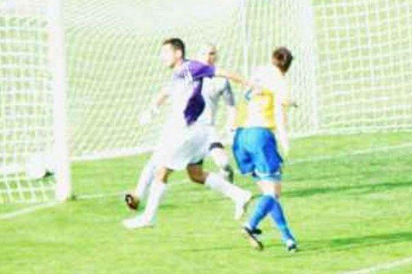 Foto z predchádzajúceho zápasu týchto súperov, ktorý sa hral v Komárne.