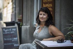 Petra Polnišová účinkuje v divadelnej komédii Nizkotučný život.