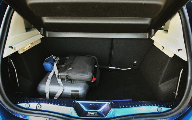 Batožinový priestor nevyniká veľkým objemom.