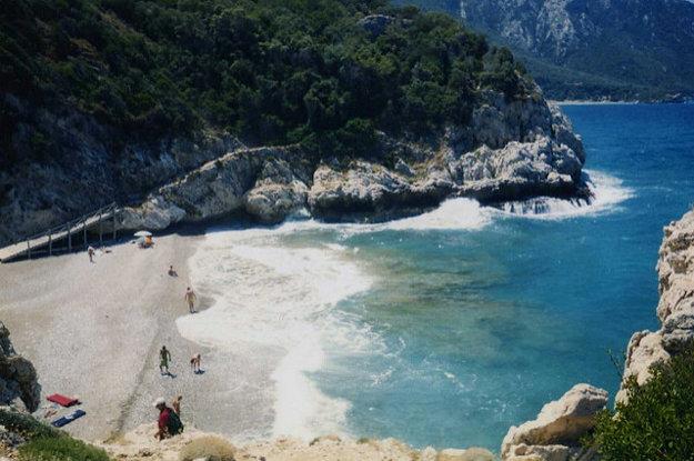 Jedna z pláži na západnom pobreží ostrova Samos.
