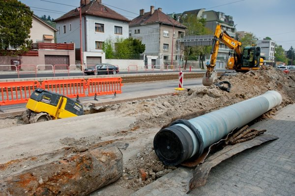 Výmena potrubia je vždy výrazným zásahom do terénu.